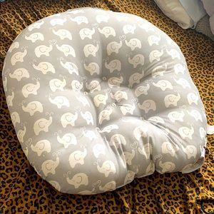 Baby lounger boppy